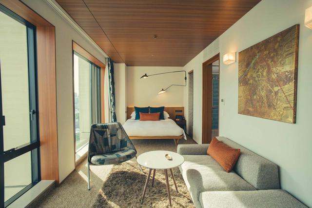 画像: 「スーペリアクイーン」<39㎡>(シティビュー) 高品質なアメニティや家具調度品が揃う、快適な部屋