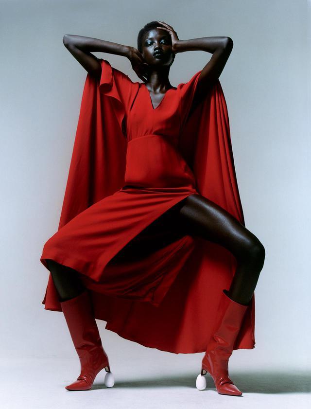 画像1: 秋、麗人たちの装いに 不可欠なのは 真紅、煌めき、つややかなレザー