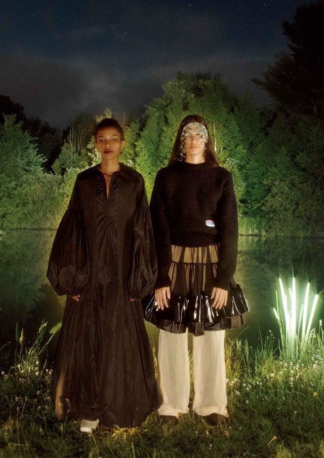 画像1: 真夜中のヒロインは 優雅でボリューミーなドレスを纏う