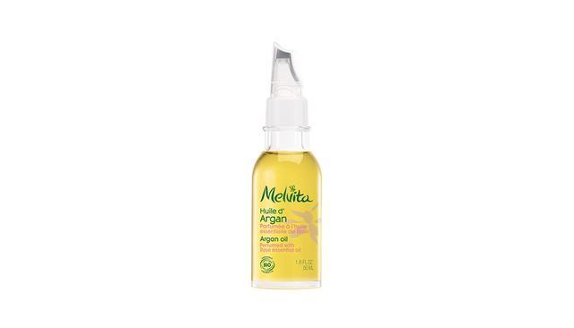 画像: メルヴィータ「ビオオイル アルガンオイル ローズ」<50ml>¥3,800 アルガンオイルにダマスクローズのエッセンシャルオイルを配合。ローズの香りは女性ホルモンに働きかけるといわれ、リラックス効果も期待できる 商品詳細は こちら COURTESY OF MELVITA