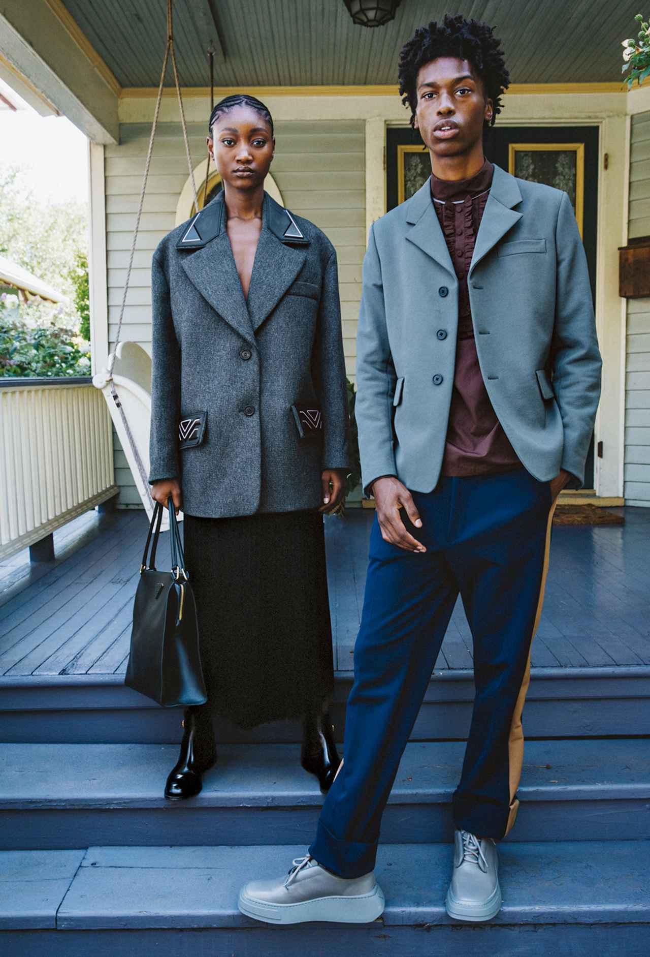 Images : 3番目の画像 - 「黒、グレー、ネイビーブルー 冬の散歩道は モノクロームの装いで」のアルバム - T JAPAN:The New York Times Style Magazine 公式サイト