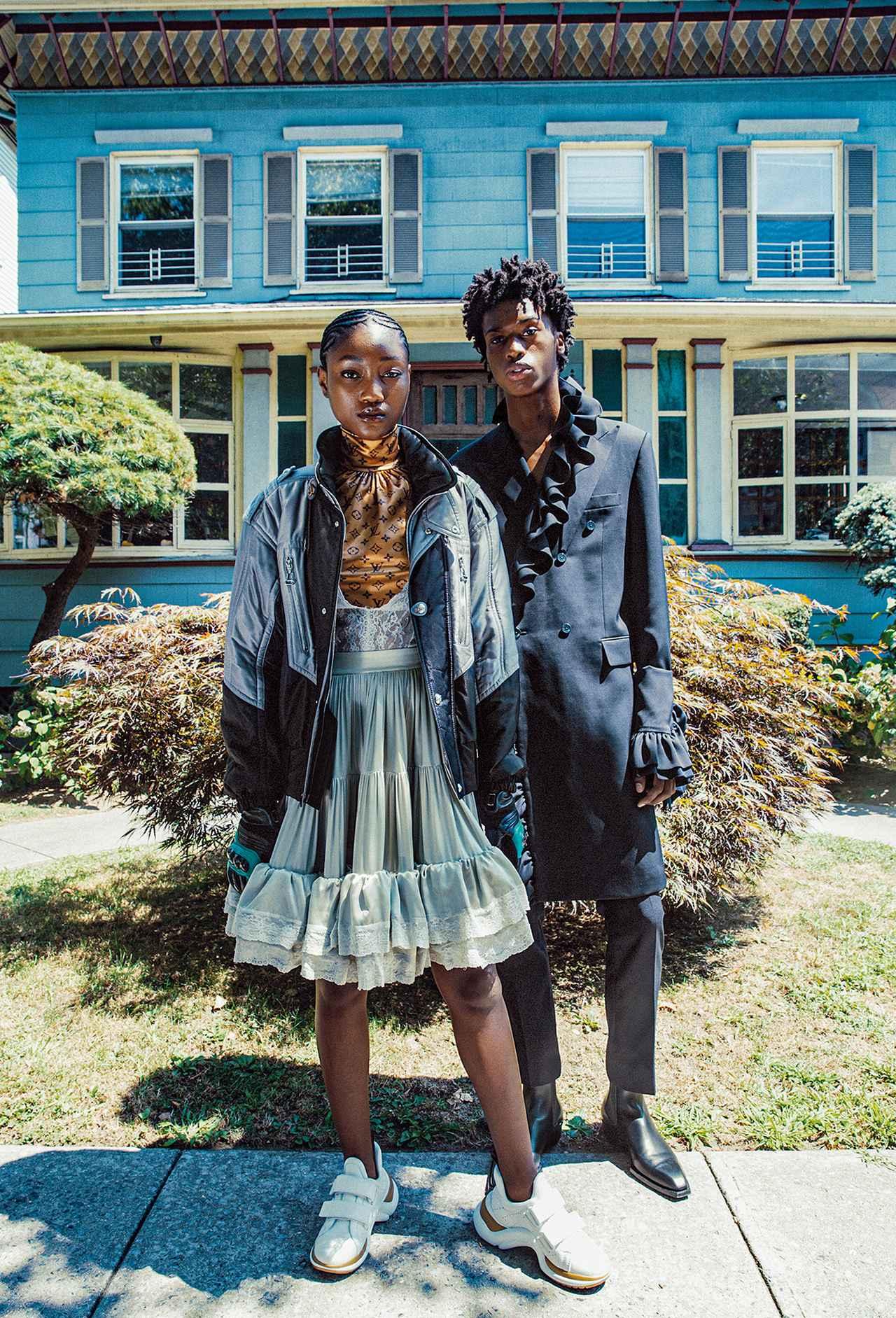Images : 6番目の画像 - 「黒、グレー、ネイビーブルー 冬の散歩道は モノクロームの装いで」のアルバム - T JAPAN:The New York Times Style Magazine 公式サイト