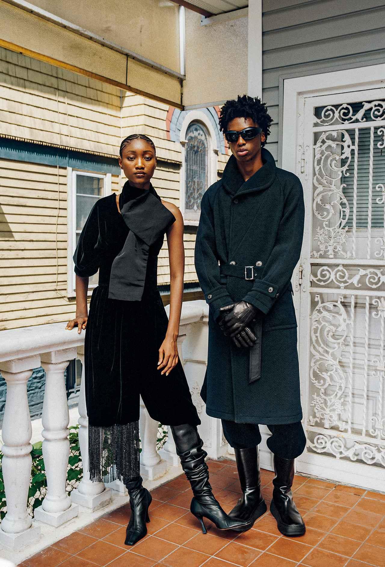 Images : 4番目の画像 - 「黒、グレー、ネイビーブルー 冬の散歩道は モノクロームの装いで」のアルバム - T JAPAN:The New York Times Style Magazine 公式サイト
