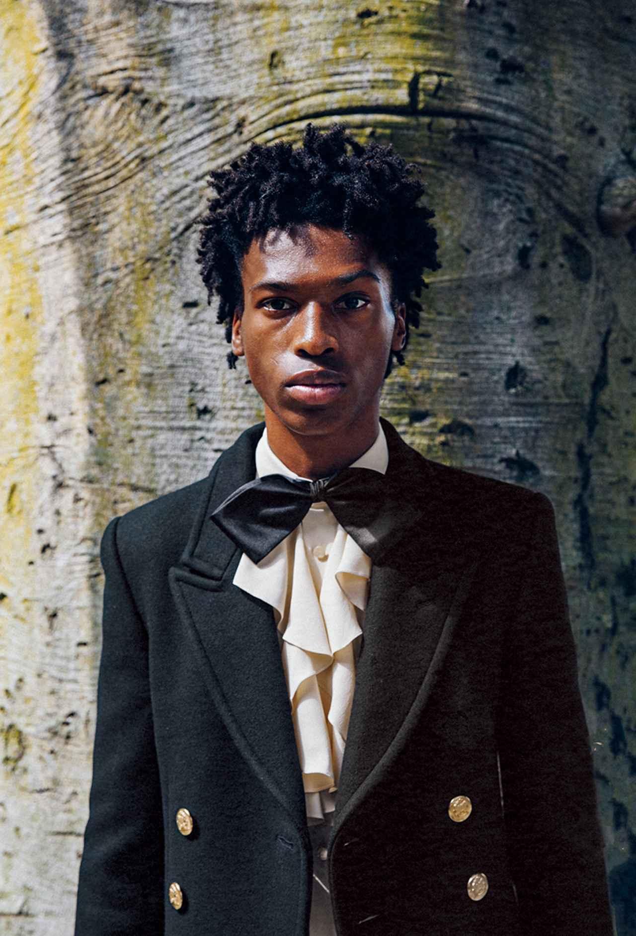 Images : 5番目の画像 - 「黒、グレー、ネイビーブルー 冬の散歩道は モノクロームの装いで」のアルバム - T JAPAN:The New York Times Style Magazine 公式サイト