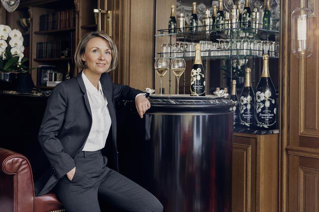 画像: 8代最高醸造責任者セブリーヌ・フレルソン氏。ランス近郊シルリー村出身。ランス大学卒業後、「パイパー・エドシック」に入社、セラーマスターに就任する。2018年に「ペリエ ジュエ」に入社、今年、第8代最高醸造責任者に就任。シックで品のよいファッションセンスの持ち主でもある