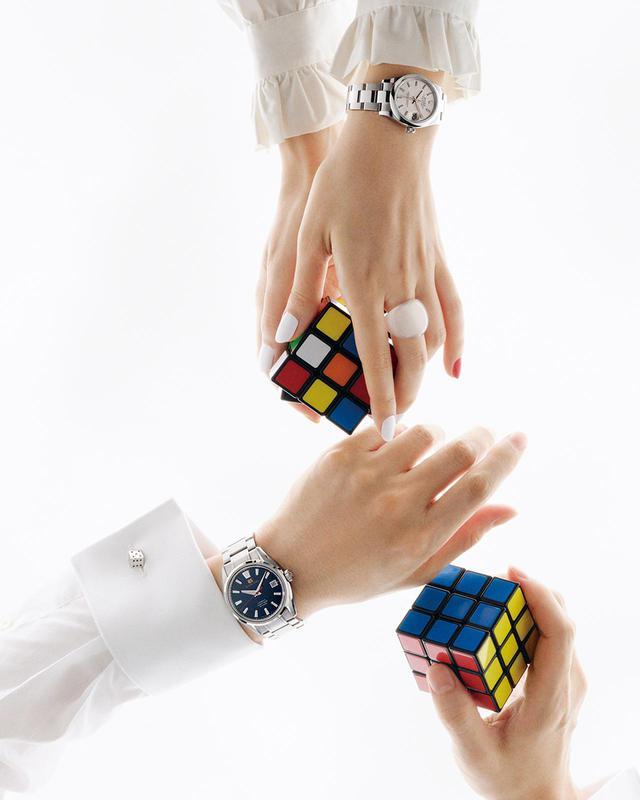 画像: 丁寧に熟成を重ねる、時計界のスタンダード立方体の各面を成す、3×3のマス目の色をすべて揃える―― ルービックキューブは、三次元の秩序を目指す立体パズル ルービックキューブ/スタイリスト私物