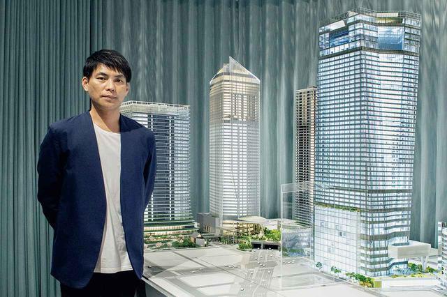 画像: 「森ビルアーバンラボ」に展示された「虎ノ門ヒルズ ステーションタワー(仮称)」の模型(右端)。「虎ノ門ヒルズ駅」と直結する建物は、竣工済みの虎ノ門ヒルズの3つのビルともつながり、エリアの交通結節の拠点となる。2023年竣工予定
