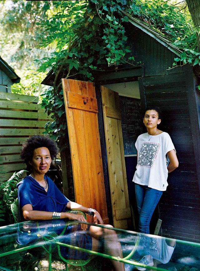画像: ブルック・ウィリアムズと彼女の娘アダ