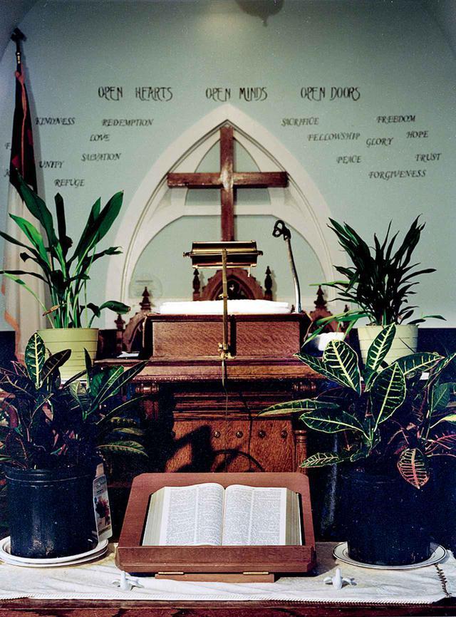 画像: 1840年にアフリカン・アメリカンの人々とネイティブ・アメリカンの人々が設立したセント・デイビッドA.M.E.シオン教会の祭壇