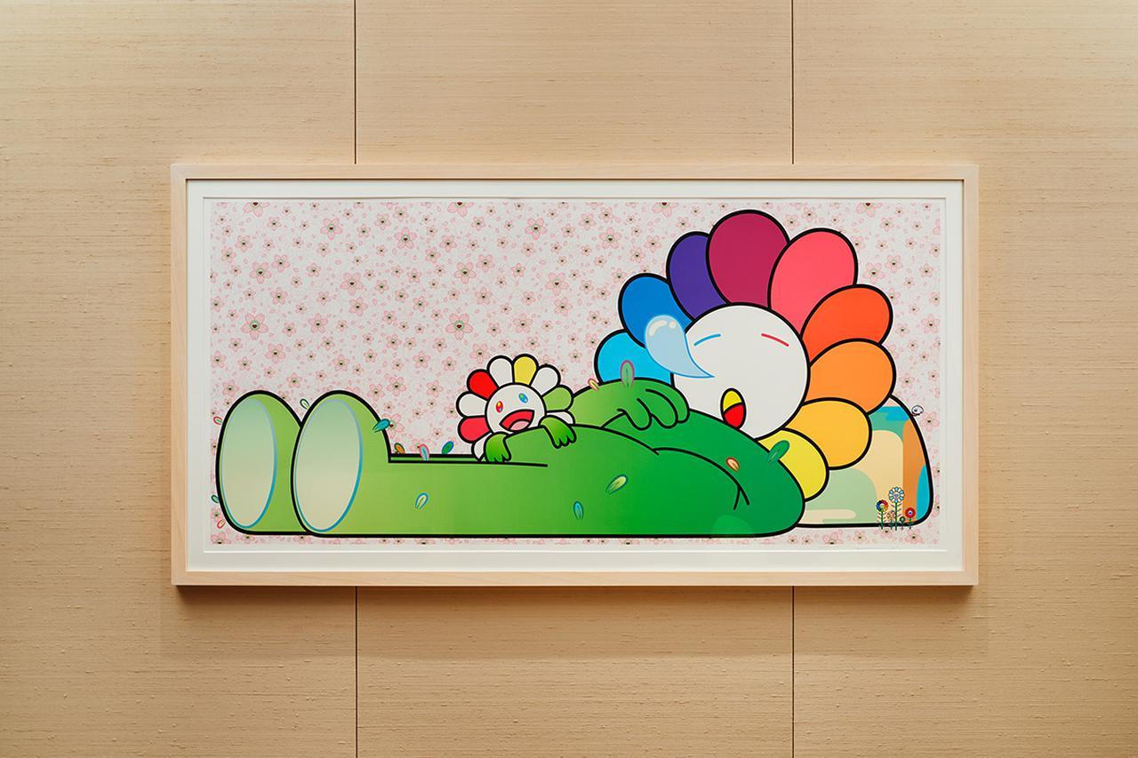 Images : ベッドルームに飾られた版画作品《Zzz》