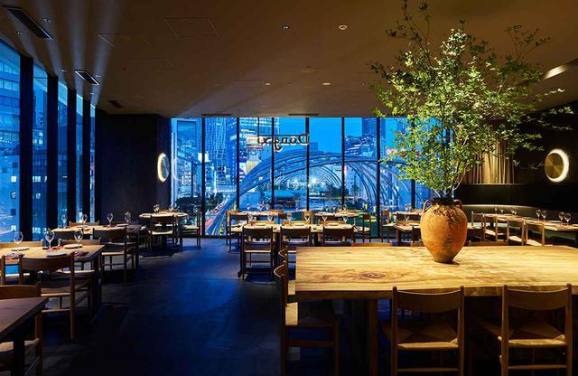 画像: 5階にあるオールデイダイニング「Dōngxī(ドンシー)Restaurant & Sakaba」 かつて文化繁栄の源となったシルクロードをイメージし、東と西のあいだをコンセプトに掲げる。古今東西の伝統料理や郷土料理を洗練された手法で昇華させた、オリジナル料理を提供 PHOTOGRAPHS:COURTESY OF sequence MIYASHITA PARK