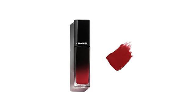 画像: 「ルージュ アリュール ラック 72」¥4,620(税込)、2021年3月1日以降¥4,950(税込) シャネルのスターカラーは目がさめるような鮮やかな真紅。ひと塗りでサテンのような上質な輝きを放つ唇に 商品詳細は こちら COURTESY OF CHANEL