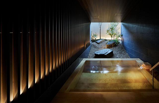 画像: 男女ともに露天風呂は箱根から運ぶ天然温泉。アルカリ性単純温泉でゆったりと浸かり、都会の喧騒を忘れて