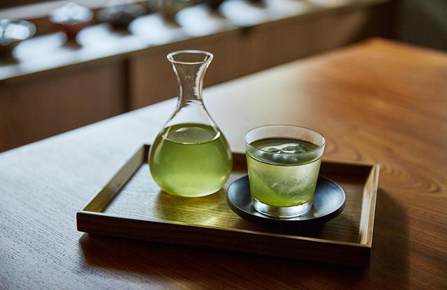 画像: 香り深く甘みのある水出し緑茶は好評 COURTESY OF YUEN BETTEI DAITA