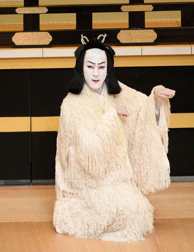 画像: 『義経千本桜 川連法眼館』忠信 実は源九郎狐=尾上右近 Ⓒ SHOCHIKU