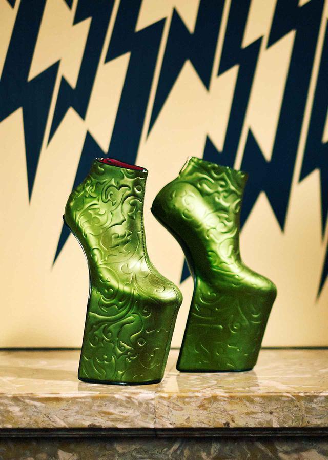画像: 伊勢半本店 × 舘鼻則孝の《Heel-less Shoes》