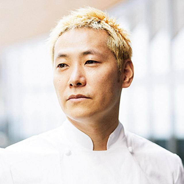 画像: 小林 圭(KEI KOBAYASHI) パリの「Restaurant KEI」オーナーシェフ。「アラン・デュカス・オ・プラザ・アテネ」でスーシェフを務め、2011年に独立。翌年一ツ星、2017年に二ツ星、2020年には三ツ星を獲得