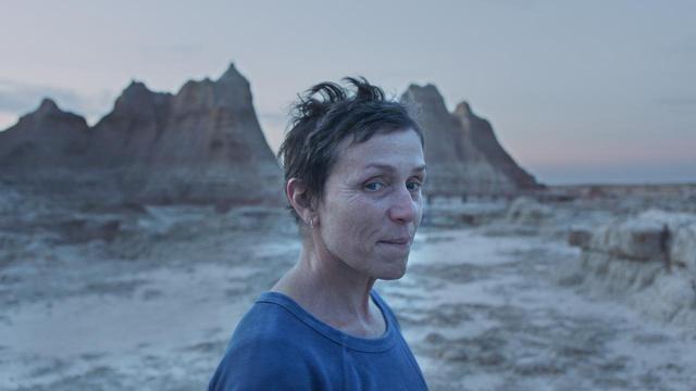 画像: 『ノマドランド』主演のフランシス・マクドーマンドは今作でアカデミー賞3度目の最優秀主演女優賞獲得が期待されている © 2021 20TH CENTURY STUDIOS ALL RIGHTS RESERVED.