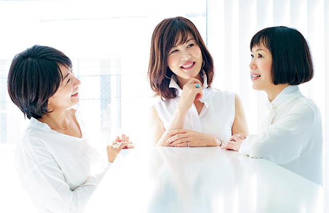 画像: (左) 平 輝乃(TERUNO TAIRA) 「スキンケアは理解して使えばもっと効く」をモットーに、長年の取材で培った知識をベースに読者にも理解しやすく伝えるスキンケア解説に定評あり。趣味は編み物 (中) 安倍佐和子(SAWAKO ABE) 代替医療として注目のホメオパスの資格を持ち、フィトテラピーの豊富な知識に加え、美容医療など最先端分野にも精通。趣味はサーフィン。SDGsへの関心も高い (右) 入江信子(NOBUKO IRIE) 丁寧な取材力は業界随一。流麗かつ簡潔な文章で最先端のビューティをひもとく。15歳から日焼け止めを365日欠かしたことがない。趣味と気分転換は料理を作ること
