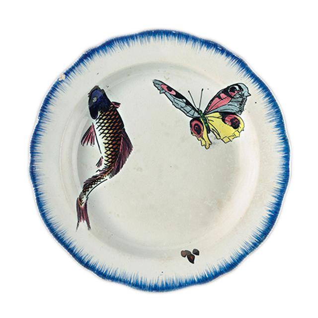 画像: フェリックス・ブラックモンの 《セルヴィス・ルソー》 のスープ皿(19世紀) FÉLIX BRACQUEMOND, ROUSSEAU SERVICE, SOUP BOWL, 19TH CENTURY, UNDERGLAZE, FINE EARTHENWARE, TRANSFER PRINTING, PHOTO:RMN-GRAND PALAIS(MUSÉE D'ORSAY)/HERVÉ LEWANDOWSKI/DISTRIBUTED BY AMF