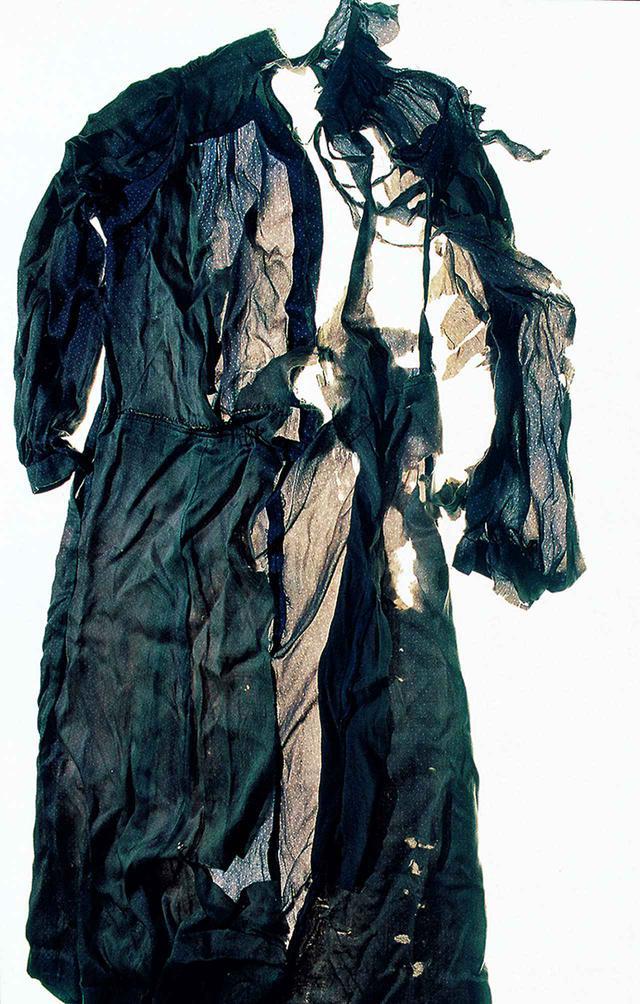 画像: 《ひろしま #71》(2007) 石内は、2007年以来、ライフワークとして原爆被爆者の遺品を毎年撮影している © ISHIUCHI MIYAKO