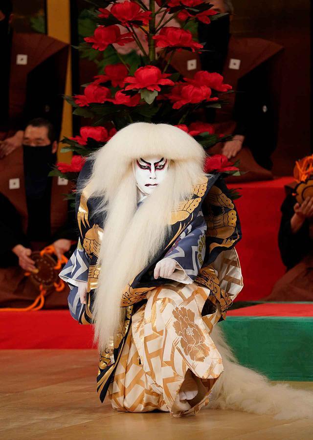 画像: 『春興鏡獅子』獅子の精=尾上菊之助(2021年5月歌舞伎座) Ⓒ SHOCHIKU