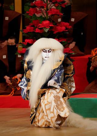 『春興鏡獅子』獅子の精=尾上菊之助(2021年5月歌舞伎座)