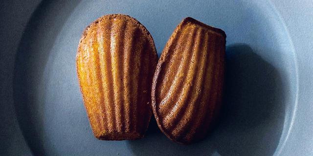 画像: マドレーヌ<1個> ¥346 バター、砂糖、小麦が織りなす芳醇な味わいに、ふわりと漂うレモンの香り。すべてが極上のバランス