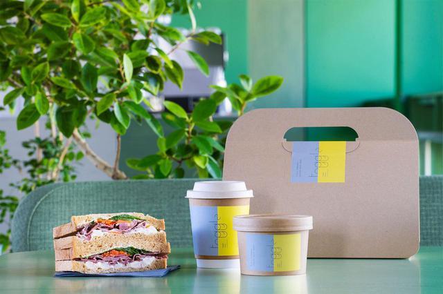 画像: カフェはオープン直後やコロナ禍のこともあり、宿泊者の朝食にサンドイッチとスープ、飲み物というコンチネンタルタイプを提供。お茶タイムにはおつまみや焼き菓子なども