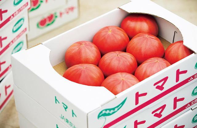 画像: 「馬場トマト農場」の直売所の販売は、1kg¥700~。写真の箱入りは1箱4kg¥2,800。その場で地方への発送も可