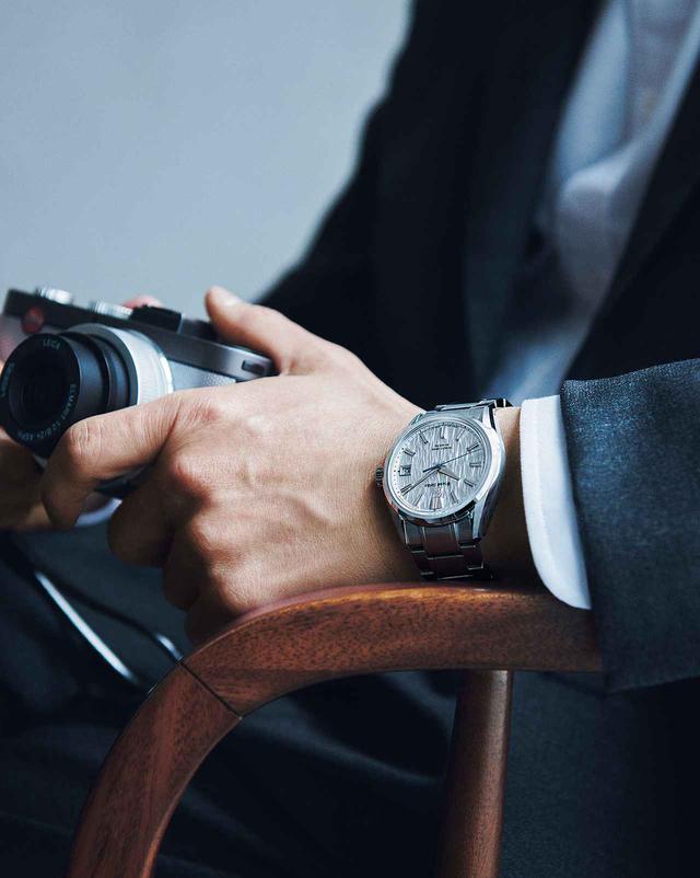 画像2: <撮りおろし&インタビュー> 津田健次郎―― 心の冒険を誘う腕時計