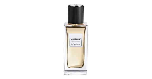 画像: 「ル ヴェスティエール デ パルファム サハリエンヌ」<125ml>¥38,500 爽やかな甘さのオランジブロッサムが力強く立ちのぼったあと、ローズマリーやセージのハーバルなアロマが繊細に香る。消えゆく残り香は柔らかなコットンのようにクリーンなホワイトムスクに包まれる……。ワイルドなサファリジャケットをアーバンに仕立てたムッシュ サンローランへのオマージュを香りに変えて 商品詳細は こちら COURTESY OF YVES SAINT LAURENT BEAUTÉ