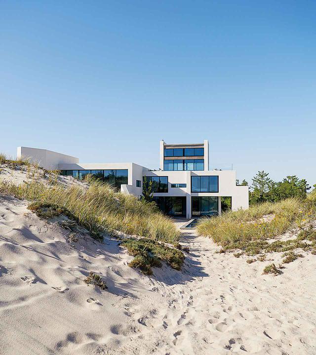 画像: ビーチから見た家