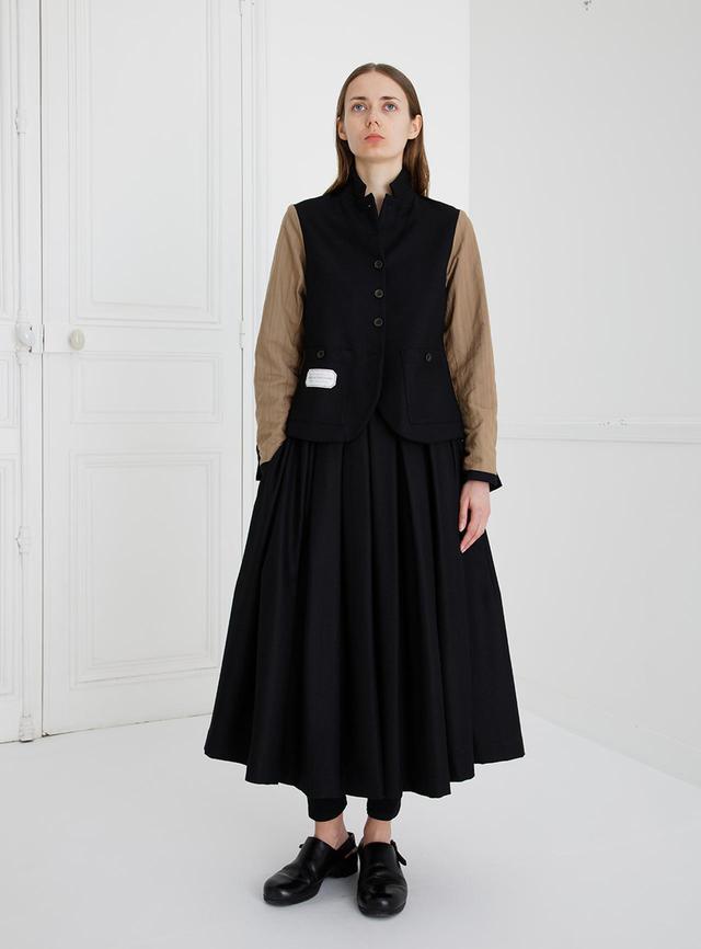 画像: 服好きの大人たちの間で人気が高まる「エコール・ド・キュリオジテ」の服は、ドラマティックでありながら日常に溶け込むデザインが魅力