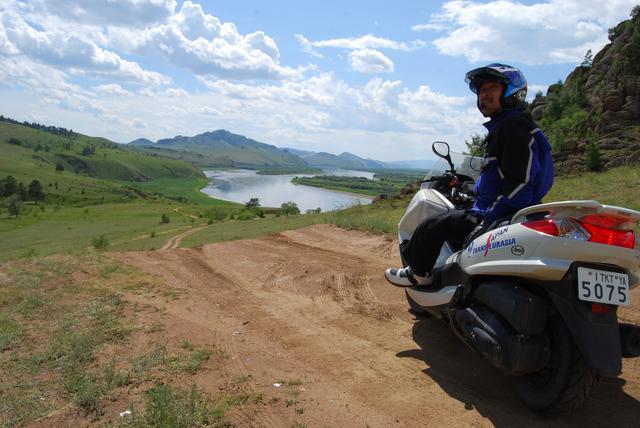 画像: 冒険ライダーとして復帰。WHO承認活動「運動器の10年」世界キャンペーンの国際親善大使として、250ccスクーターによるユーラシア横断に挑戦。10カ国18,002kmを走破しながら、各地の医療機関を訪問し日本へリポートする。
