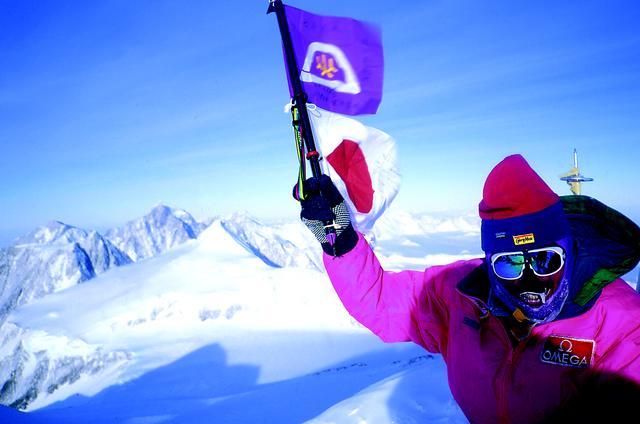 画像: 南極大陸最高峰のヴィンソン・マシフ(4,892m)を徒歩により登頂。(三浦雄一郎氏に次ぐ日本人第2登)