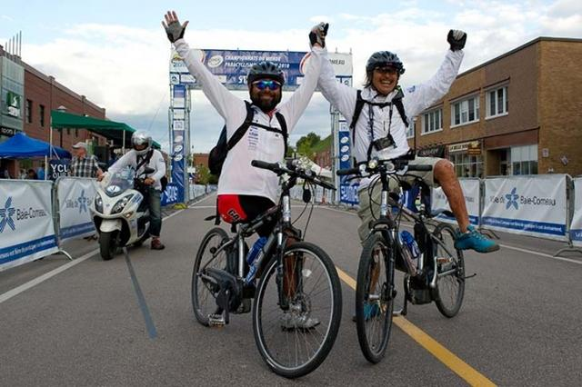 画像: 「運動器の10年」世界キャンペーンの国際親善大使として、脚に障害を持つ2名と共にパースからシドニーまでオーストラリア大陸を自転車で横断、5,150kmを走破。