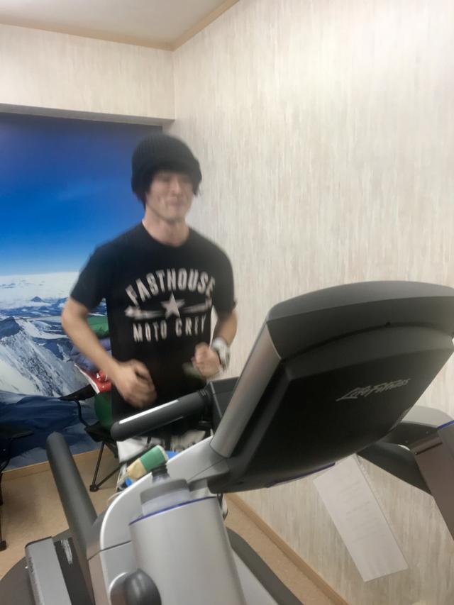 画像: 低酸素室でランニング