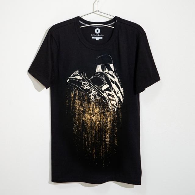 画像: karma (re:death) 10オーダー限定 - 白いTシャツと黒いバイク。