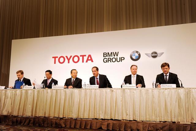 画像: 2011年の東京モーターショー、プレスデイの2日目に行われた「トヨタとBMWの技術提携」の会見。
