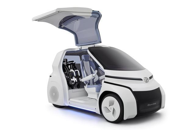 画像: 「TOYOTA Concept-愛i RIDE」は車いすユーザーの使い勝手にこだわった仕様だ。EV航続距離は100〜150km程度。