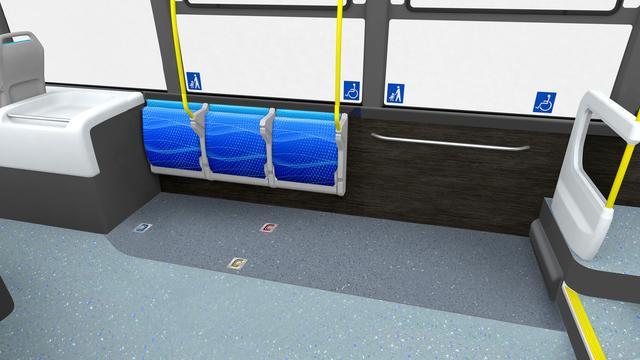 画像: 自動格納機構付き横向きシート。ベビーカーや車イス利用者がいないときは一般利用者が座ることができる。