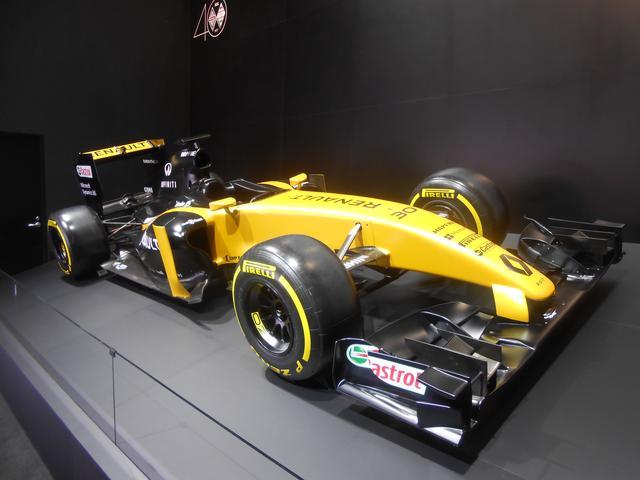 画像: ルノーのモータースポーツへのパッションの象徴として展示されたF1ショーモデル。ルノーは、40年に渡るF1参戦で12回のワールドチャンピオンに輝いている。