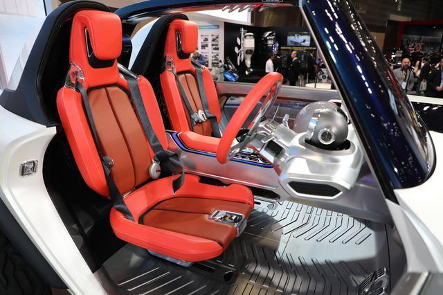 画像: 4点式のシートベルトなど、ハードなオフロード走行にも耐えられるようになっている。