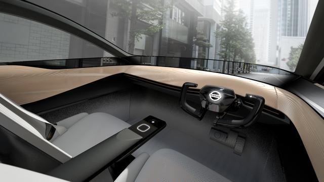 画像: ヒューマンマシンインターフェースを具現化したインパネ。自動運転中はステアリングが収納される。