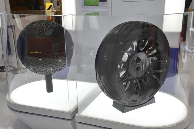 画像: 左は磁気浮揚する球形タイヤ Eagle 360(イーグル サンロクマル)、右は熱電素子と圧電素子による「発電タイヤ」 BH-03(ビーエイチ・ゼロスリー)。