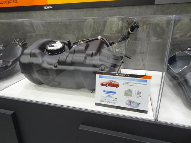 画像: これは日本初の4種6層の樹脂製燃料タンク。1999年11月、初代インサイトに搭載された。