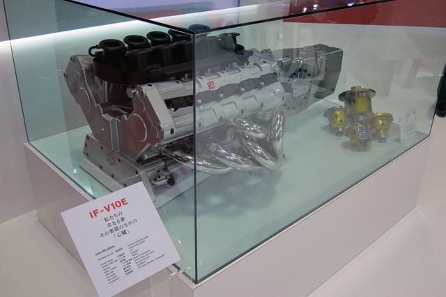 画像: V10エンジンの模型。最高出力は600ps以上を目指すという。