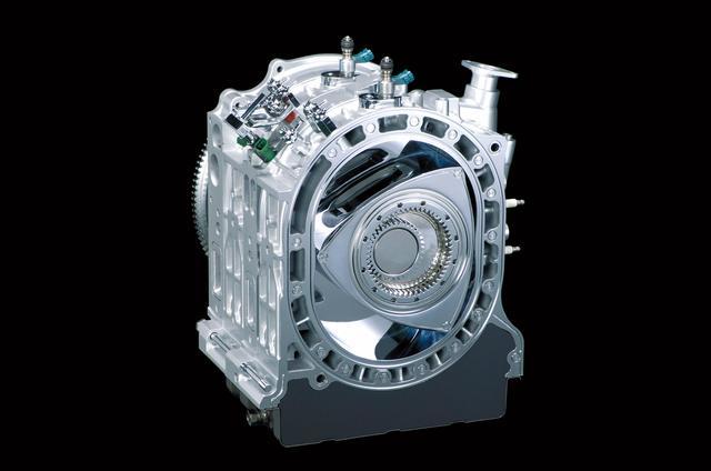 画像: TMS 2007で次世代ロータリーエンジンとして出品された16X。それまでのロータリーでは40年近く不変だった偏芯量を変更しローターを拡大して、ロングストローク化。排気量を800cc×2とアップさせ、直噴化とも相まって弱点であった低速トルクと燃費を改善。さらに鋳鉄だったハウジングもアルミ製としてエンジン単体の軽量化も図った。
