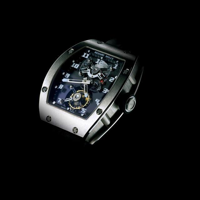 画像: RM001/リシャール・ミル記念すべき第1作。時計の概念に捕らわれない斬新な発想と未来的なデザインが世界にインパクトを与えました。 www.richardmille.jp